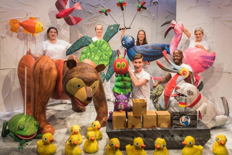 Full cast of animal puppets and puppeteers